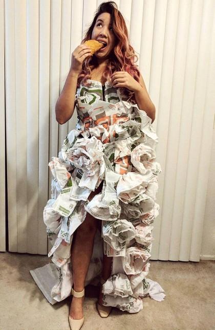 Ingin Nikah Gratis, Wanita Ini Buat Gaun Pengantin dari 200 Bungkus Makanan