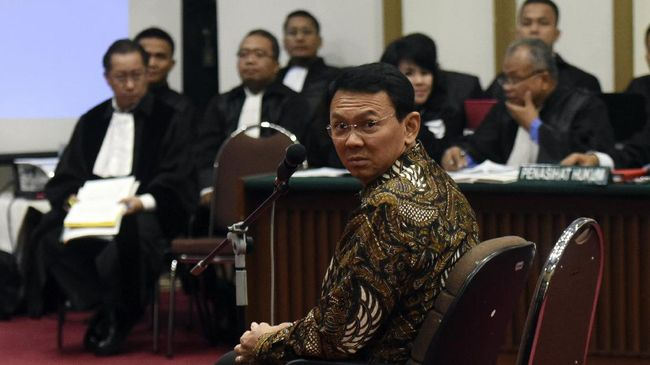 Saksi Sebut Warga Tertawa Saat Ahok Singgung Al Maidah