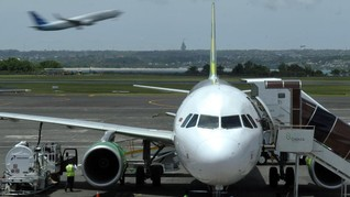 Virus Corona Gerus Penumpang Bandara Ngurah Rai 16,25 Persen