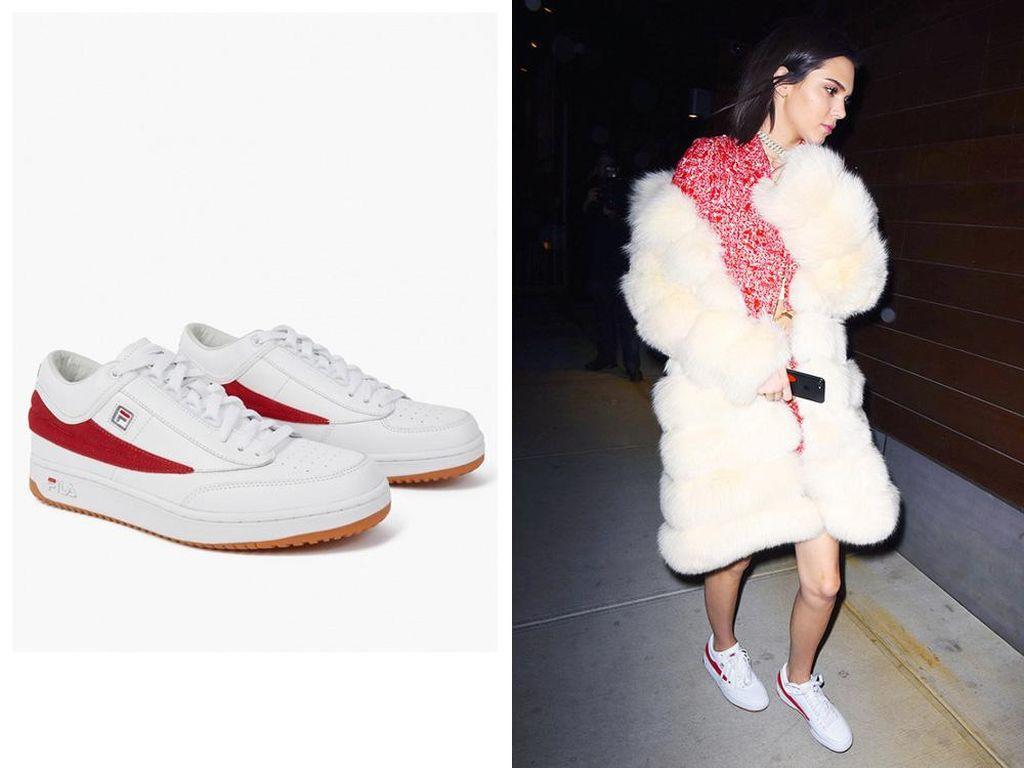 5 Sneakers Andalan Kendall Jenner yang Patut Jadi Referensi Sepatu Baru