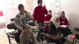 Warga Tunarungu Suriah Belajar Bahasa Isyarat Perang