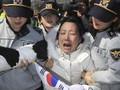 Demonstrasi Pasca Pemakzulan Presiden Korsel, Dua Orang Tewas