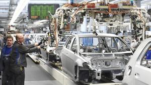 Perang Dagang, Eropa Siap Balas Tarif Masuk Mobil Impor AS