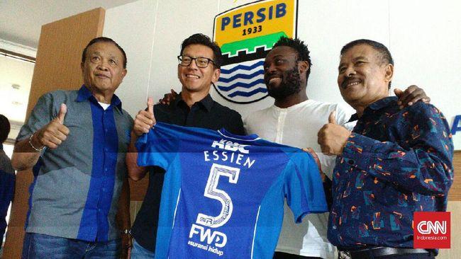 Michael Essien Pakai Nomor 5 di Persib Bandung