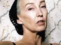 Kecantikan Wanita 56 Tahun Berpose untuk Model Baru Lingerie