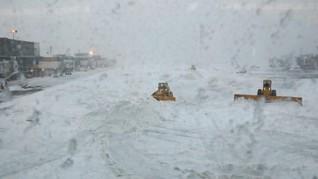 Ribuan Penerbangan di AS Dibatalkan Akibat Badai Salju