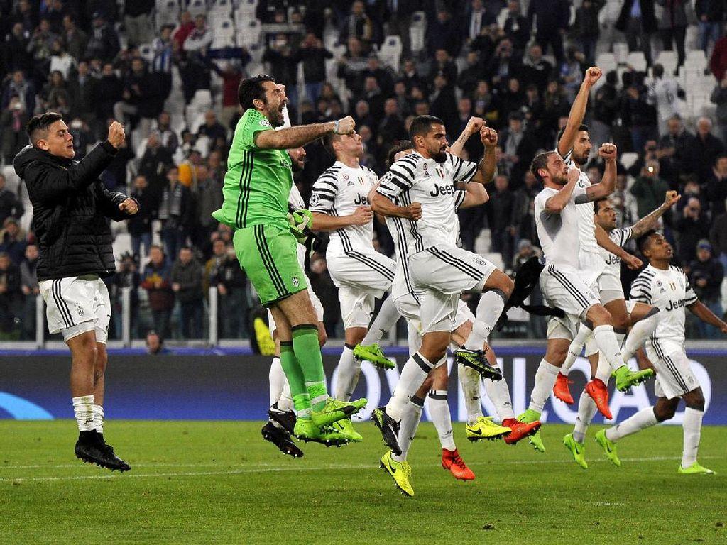 Buffon cs merayakan kemenangan. Pool/Giorgio Perottino/Reuters/detikFoto.