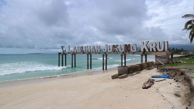 Krui, Spot Surfing Dunia di Indonesia dengan Jalan Rusak