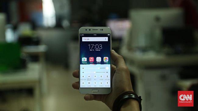 Vivo V5 Plus, Penguntit iPhone dengan Kamera Depan Berlebihan