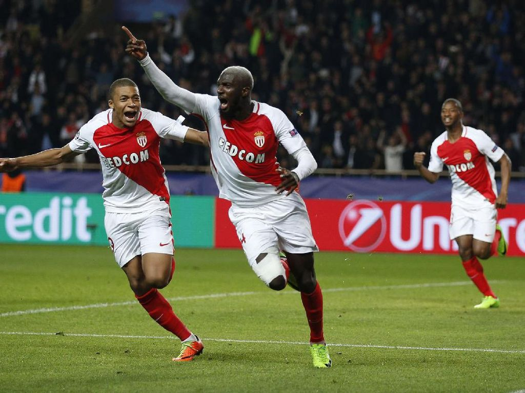 Tiemoue Bakayoko dan Kylian Mbappe-Lottin merayakan gol. Pool/Andrew Couldridge/Reuters/detikFoto.