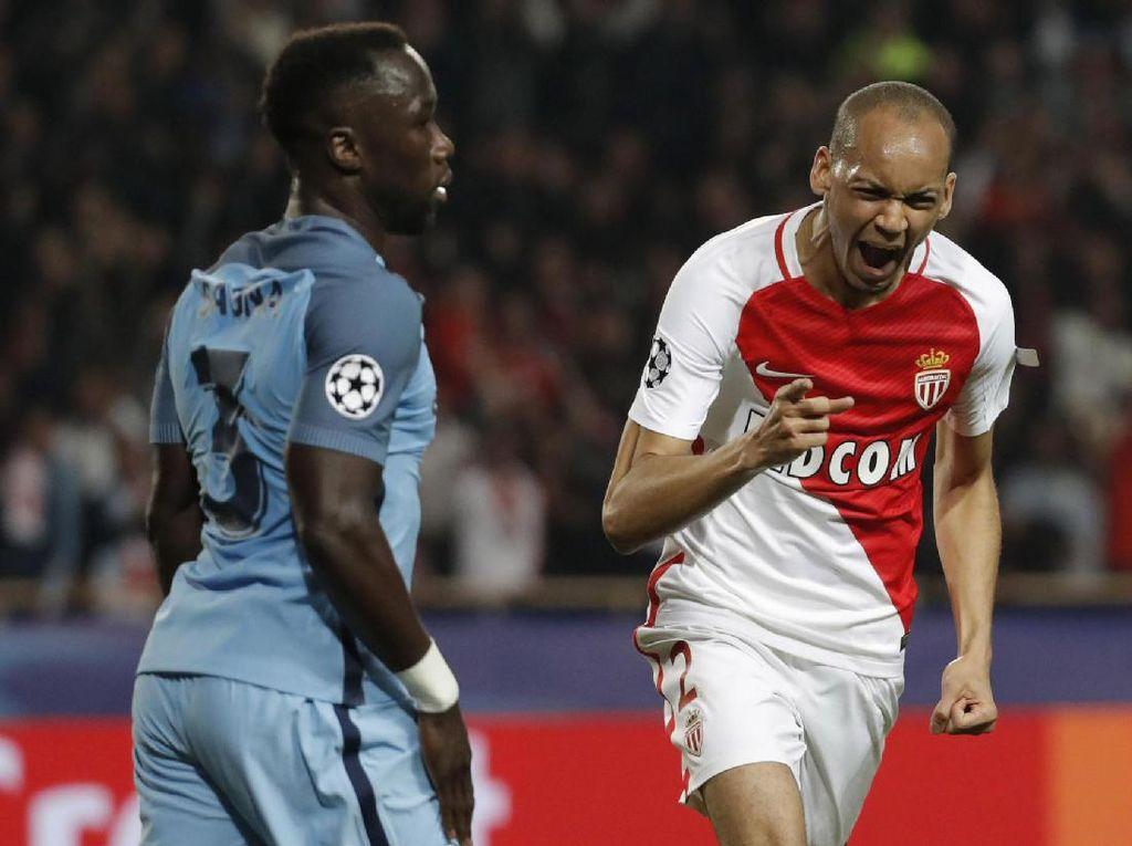 Fabinho menambah keunggulan AS Monaco di menit ke-29. Pool/Eric Gaillard/Reuters/detikFoto.