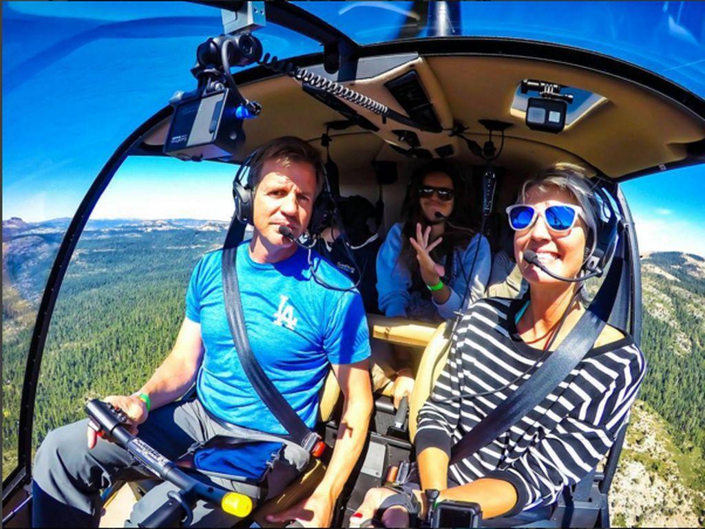 Foto Maria saat di atas helikopter.(Foto: Instagram/pilotmaria)