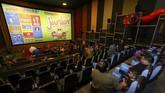 <p>Seperti pada bioskop kebanyakan, ruang menonton film ini pun berupa layar lebar hanya dengan modifikasi warna yang lebih variatif dan cerah. (REUTERS/Mike Blake)</p>