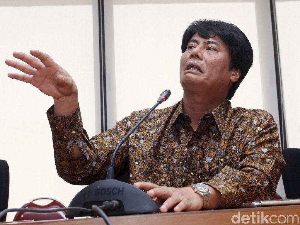Sebagai pemimpin dari salah satu Badan Usaha Milik Negara (BUMN) terbesar di Indonesia, Elia bakal menerapkan strategi total football. Hal itu disampaikannya saat gelar jumpa pers di kantor Kementerian BUMN, Jalan Medan Merdeka Selatan, Kamis (16/3/2017).