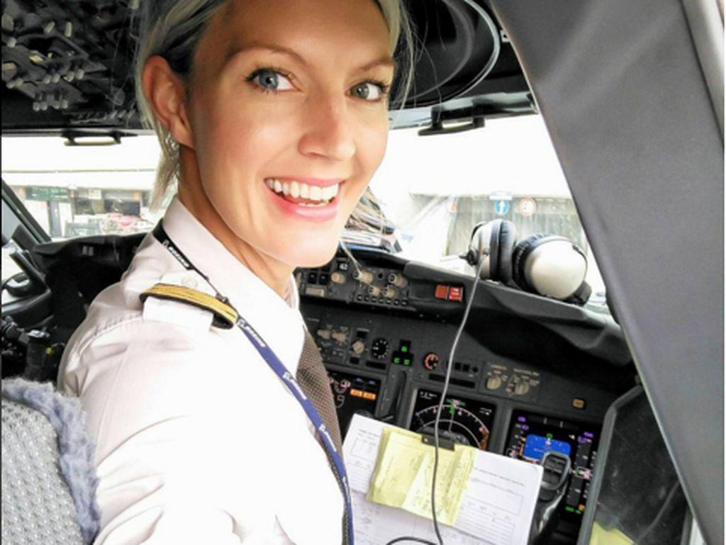 Pilot berparas cantik tersebut bernama Maria Petterson kelahiran Swediayangmerupakan pilot maskapai Ryainair. (Foto: Instagram/pilotmaria)