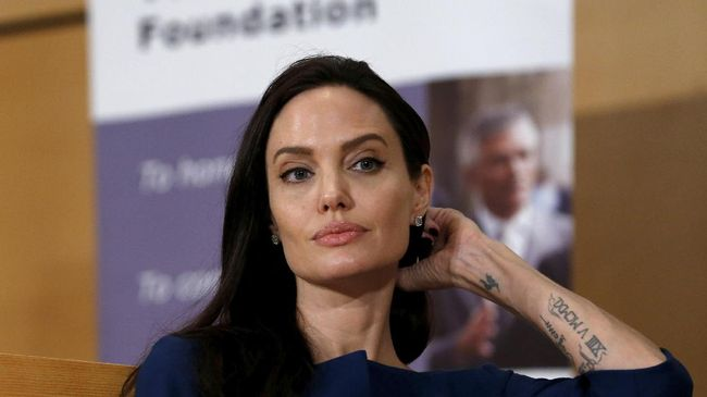 Angelina Jolie Gagal Bawa Pulang Piala Golden Globes 2018