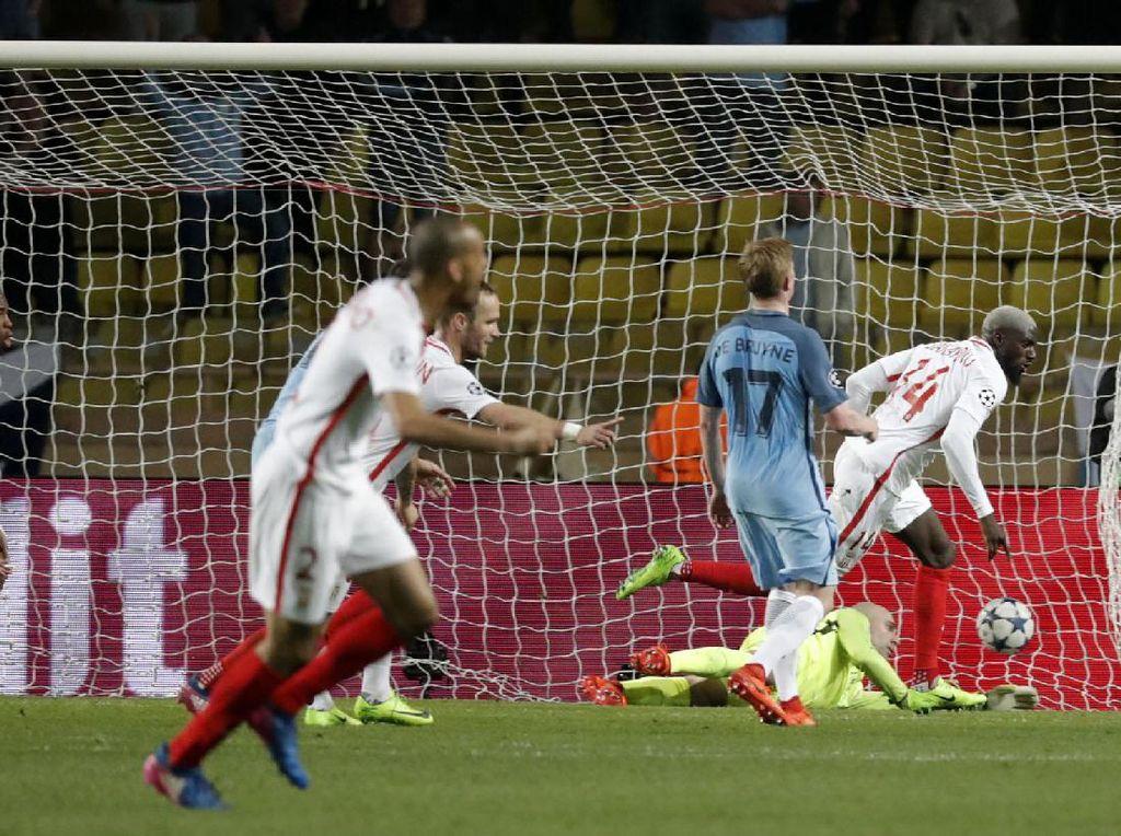 Tiemoue Bakayoko membobol gawang Manchester City di menit ke-77. Pool/Eric Gaillard/Reuters/detikFoto.