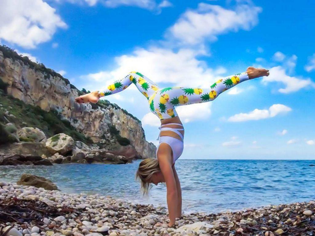 Selain boxing, Maria tampaknya juga menyukai olahraga yoga. (Foto: Instagram/pilotmaria)