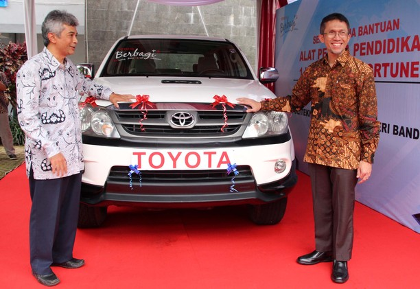 Toyota Indonesia Sumbang Fortuner untuk Pendidikan