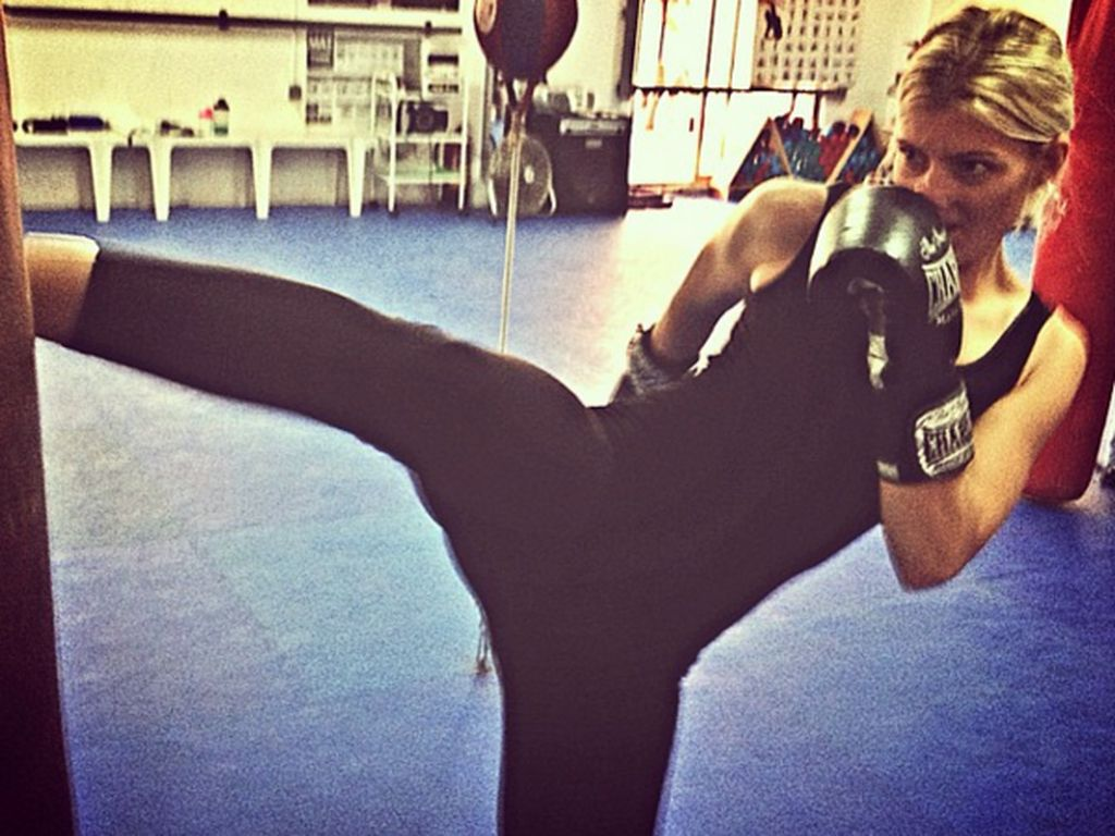 Saat sedang libur kerja, Maria juga suka berolahraga salah satunya boxing. (Foto: Instagram/pilotmaria)