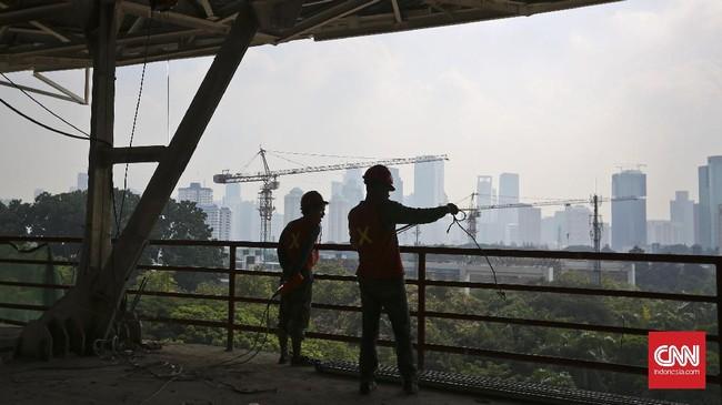 <p>SUGBK merupakan salah satu peninggalan sejarah dari Asian Games 1962. Terakhir kali, SUGBK mengalami renovasi pada 2007, salah satunya menambahkan papan skor digital di bagian atas ujung utara dan selatan tribun. (CNN Indonesia/Adhi Wicaksono)</p>