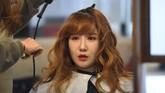 <p>Seperti anggota lainnya, Ga-Bin melakukan perombakan pada wajah. Ini dilakukan menjelang perilisan single baru mereka pekan ini. (AFP PHOTO / JUNG Yeon-Je)</p>