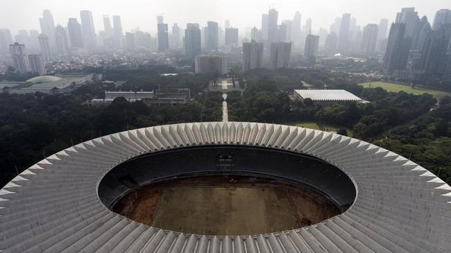<p>Foto aerial renovasi Stadion Utama Gelora Bung Karno di Senayan, Jakarta. Kemenpora menyatakan renovasi stadion untuk Asian Games 2018 tersebut sudah mencapai sekitar 47,5 persen dan ditargetkan selesai pada Oktober 2017. (ANTARA FOTO/Sigid Kurniawan/pd/17)</p>
