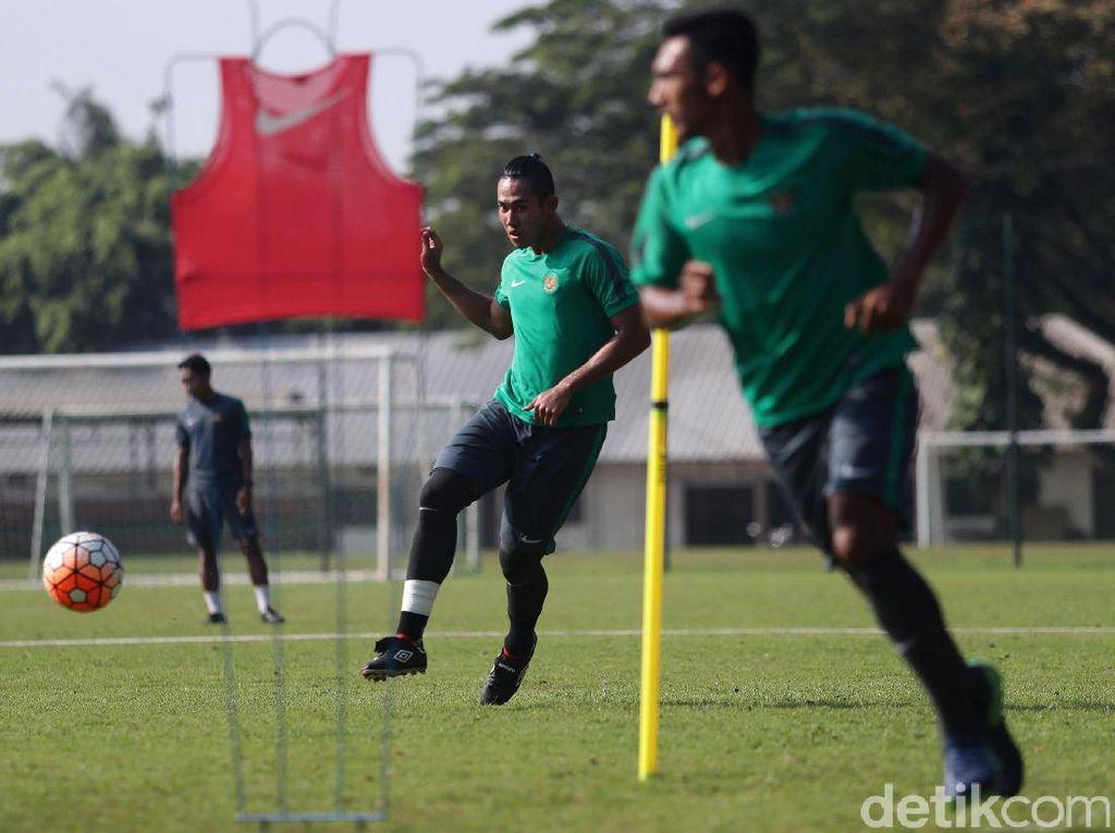 Di tahap ini Miguel begitu aktif menginstruksikan paran pemain untuk lebih cepat bergerak saat bola sudah berpindah kaki.