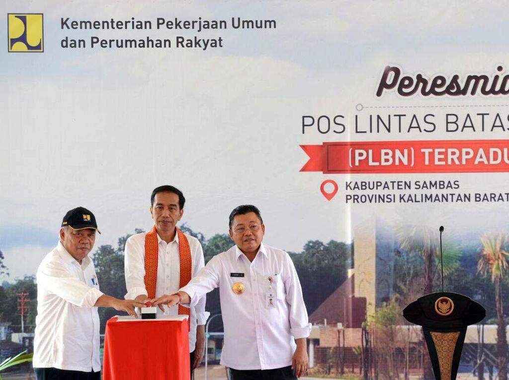 Presiden Jokowi saat meresmikan Pos Lintas Batas Negara (PLBN) terpadu di Aruk, Kecamatan Sajingan Besar, Kabupaten Sambas, Kalimantan Barat. Dok, PUPR/Setpres.
