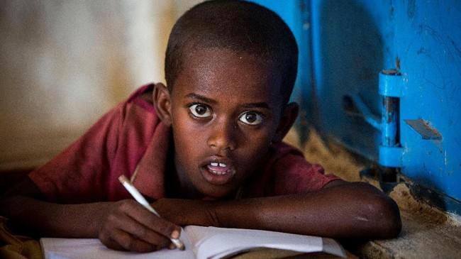 Di sisi lain, Presiden Amerika Serikat Donald Trump justru berniat untuk melarang imigrasi dari negara yang sedang kesusahan ini. Seandainya tidakdibatalkan oleh hakim federal, kebijakan itu bisa memperparah krisis kemanusiaan di Somalia.(The International Federation of Red Cross and Red Crescent Societies/Handout via REUTERS.)