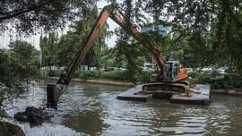 Antisipasi Banjir, Wilayah Hulu Ibu Kota Dikeruk