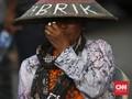 Jokowi Santuni Petani yang Meninggal Usai Aksi Semen Kaki