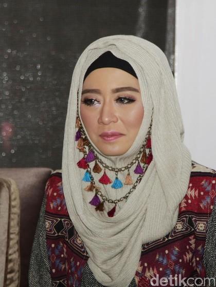 Cerita Ini Vindy yang Kesulitan Membuat Makeup Karakter Soekarno