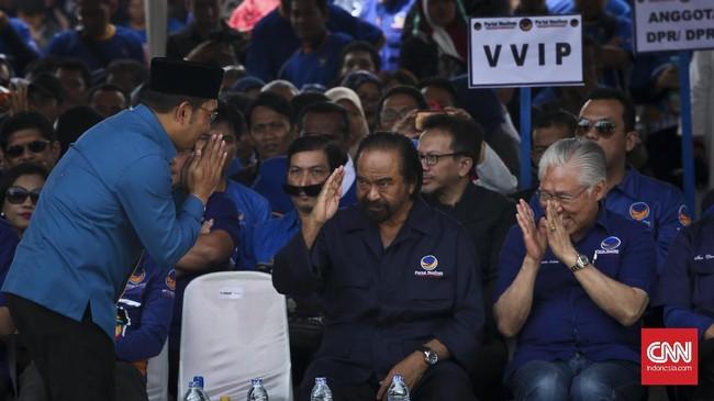 Partai NasDem mengajukan tiga syarat dukungan untuk Ridwan Kamil: bekerja keras untuk memuluskan langkah Joko Widodo memenangkan pilpres 2019, tak boleh menjadi kader parpol manapun, dan menjunjung kebhinekaan jika terpilih menjadi gubernur Jawa Barat. (CNN Indonesia/Adhi Wicaksono)