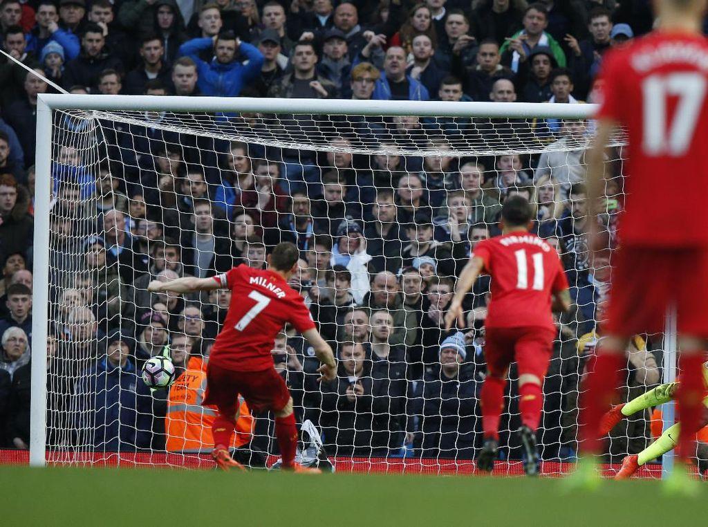 Setelah babak pertama berakhir tanpa gol, Liverpool memecahkan kebuntuan pada menit ke-51. Tim tamu unggul berkat penalti James Milner. Reuters/Andrew Yates.