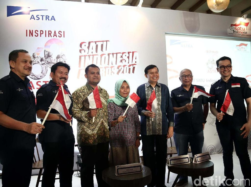 Program tahunan SATU Indonesia Awards diselenggarakan dalam rangka memperingati Hari Sumpah Pemuda untuk mencari pemuda-pemudi terpilih Indonesia yang teIah memberdayakan serta menggerakkan masyarakat daerah tempat tinggalnya.