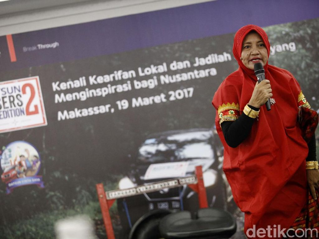 Rukanti Kresnaningsih, istri dari legenda Pasinlirik Sirajuddin Daeng Bantang mengatakan kesenian khas Makassar ini juga pernah dipamerkan di Eropa pada tahun 1993.
