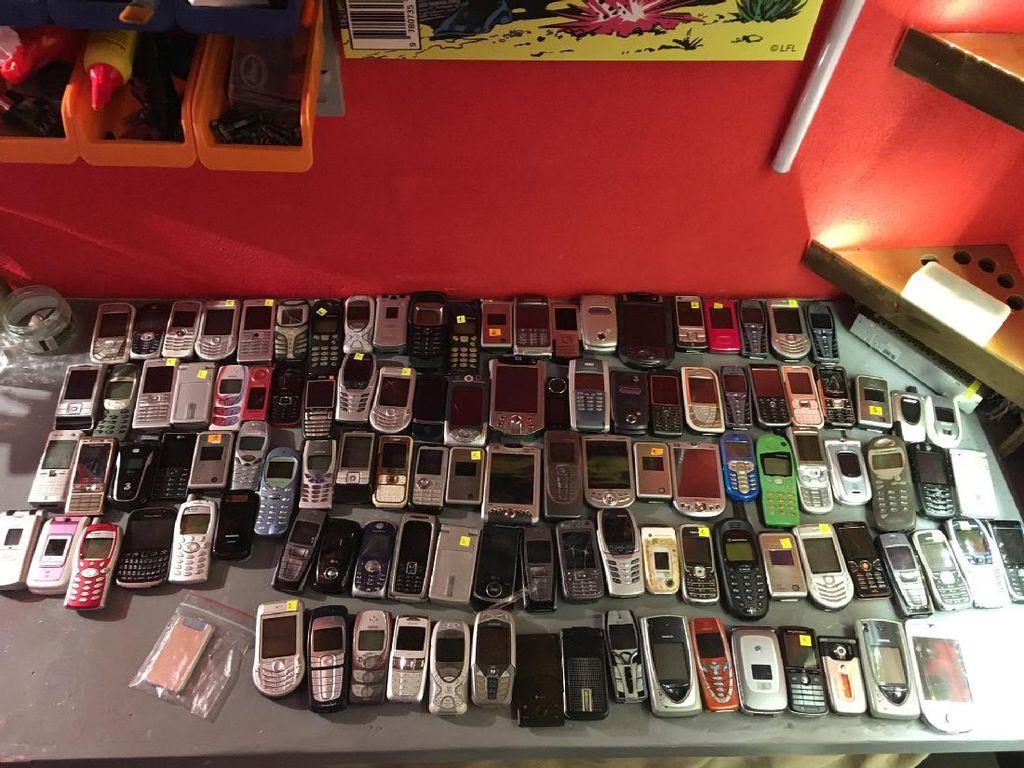 Koleksi ponsel yang pernah berjaya di masanya.Foto: Facebook.com/muzeummobilovsk