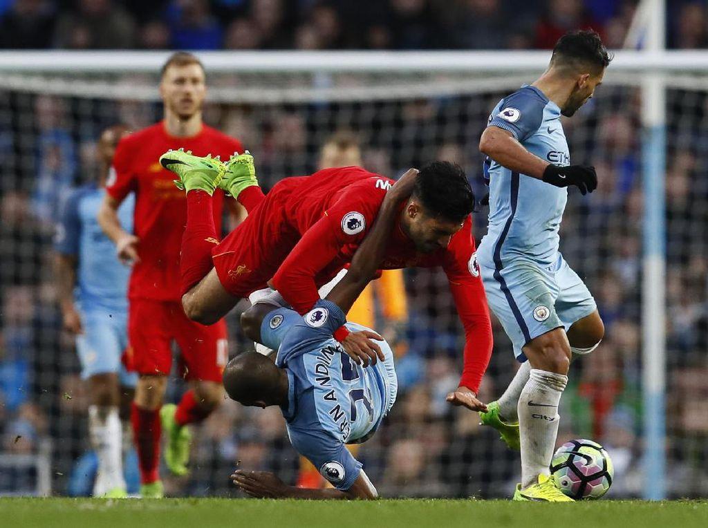 Pertandingan di Etihad Stadium, Minggu (19/3/2017), berjalan menarik karena City dan Liverpool bermain terbuka sejak awal. City sedikit lebih dominan, tapi kedua tim sama-sama punya banyak peluang. Reuters/Jason Cairnduff.