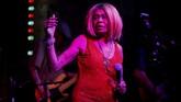 <p>Tak melulu musisi luar negeri, penyanyi sekaligus penulis lagulokal asal Texas, Lavelle White, pun diberi kesempatan untuk memamerkan musiknya yang bergenre blues dalam SXSW. (REUTERS/Brian Snyder)</p>