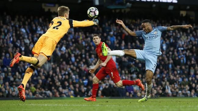 <p>Manchester City juga memiliki peluang untuk mencetak gol kemenangan, tapi tendangan Raheem Sterling dengan impresif ditepis kiper Simon Mignolet dan hanya menghasilkan sepak pojok.(Reuters / Andrew Yates)</p>