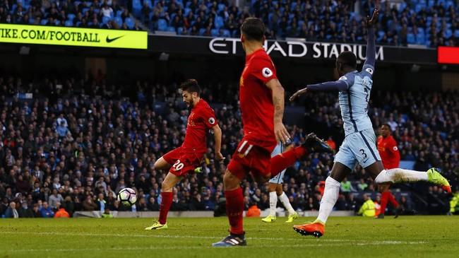 <p>Baik Liverpool dan Manchester City memiliki sejumlah peluang emas untuk mencetak gol kemenangan, tapi selalu gagal. Seperti peluang Adam Lallana pada menit ke-80 meski tinggal berhadapan dengan kiper Willy Caballero. (Reuters / Jason Cairnduff)</p>