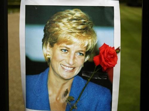 Puteri Diana Tulis 24 Ribu Kartu Ucapan Saat Pangeran William Lahir