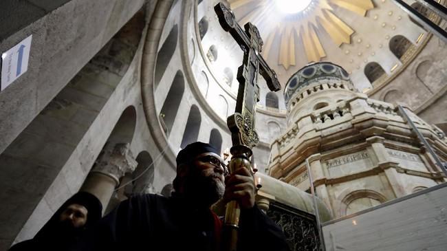 <p>Struktur di gereja tersebut butuh penguatan kembali dan konservasi, termasuk pemasangan drainase di bawah tanah guna mengantisipasi hujan dan air limbah. (AFP PHOTO / GALI TIBBON)</p>