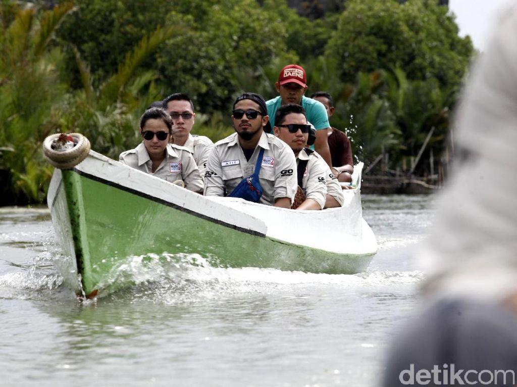 Masih dalam ekspedisi di Makassar. Kali ini Datsun Risers Expedition tengah menyusuri sungai dan perbukitan di kawasan Rammang-rammang.