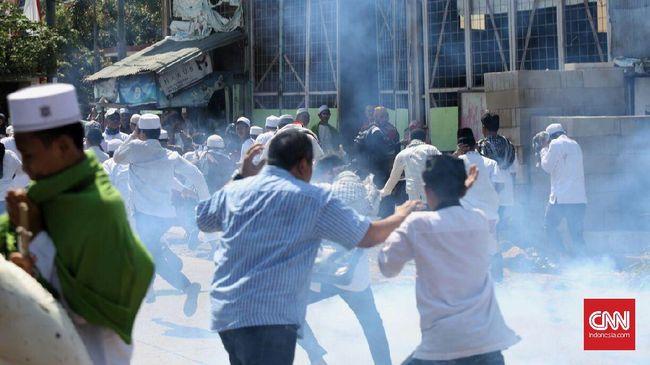 Protes Gereja di Bekasi, Polisi Tembakkan Gas Air Mata