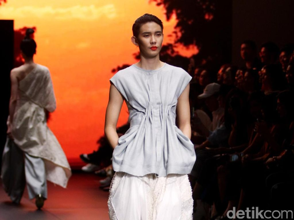 Foto: Koleksi Jeffry Tan di Plaza Indonesia Fashion Week 2017