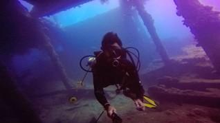 Wisata Reruntuhan Kapal di Perairan Leato Selatan