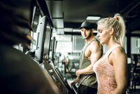 Pria yang tidak aktif bergerak dan berolahraga secara teratur memiliki tingkat fungsi ereksi dan seksual yang lebih rendah dibandingkan dengan pria yang aktif berolahraga. Foto: thinkstock