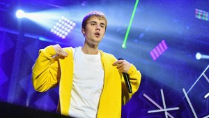 Tragedi Bieber 'Menabok' Paparazi seperti Kemal Palevi